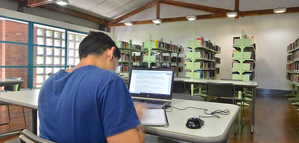 Sesc Nova Iguaçu biblioteca