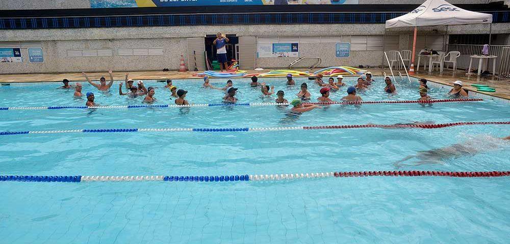piscina atividade aquática Sesc São João de Meriti